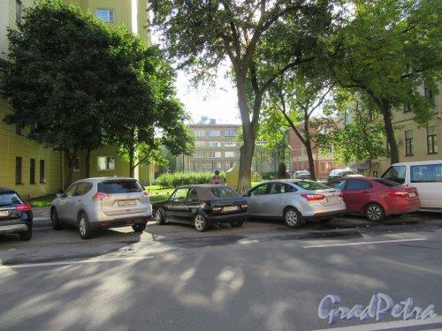 Сквер между домами №11 и №13 по Тверской улице. фото сентябрь 2017 г.