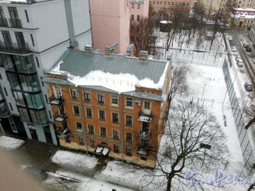 Улица Красного Курсанта, дом 10, литер Б. 4-этажный жилой дом. Фото 2 января 2019  года.