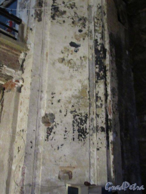 Кирочная ул., д. 8б. Евангелическо-лютеранская церквь Св. Анны. Опора балкона 2-го этажа. фото октябрь 2017 г.