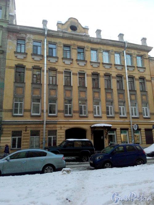 Серпуховская улица, дом 11. 4-этажный жилой дом 1904 года постройки. 3 парадные, 16 квартир. Фото 31.01.2019 года.