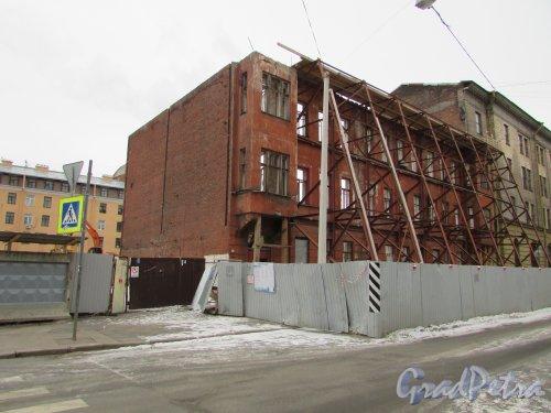 Кирилловская улица, дом 23. Общий вид здания, после обрушения верхних этажей. Фото 2 марта 2019 года.