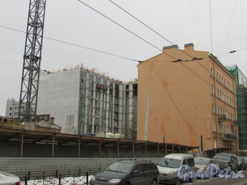 Херсонская улица, дом 43 / улица Александра Невского, дом 12, строение 1. Вид на корпуса до строительства гостинице на участке 1 (перед домом 8). Фото 2 марта 2019 года.