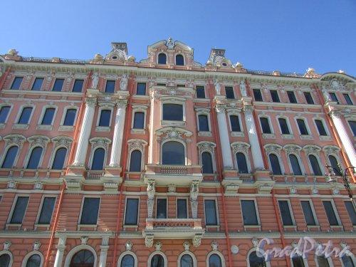 Потемкинская ул., дом 3 / Захарьевская улица, дом 41. Фасад здания со стороны Потёмкинской улицы после реставрации. Фото 14 апреля 2019 г.