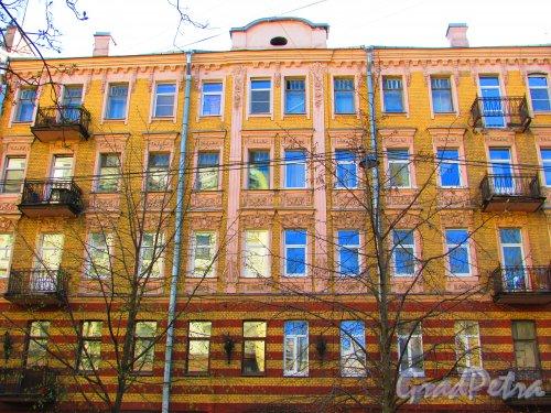 Большая Разночинная улица, дом 6. Центральная часть фасада здания. Фото 1 мая 2016 года.