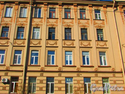 Большая Разночинная улица, дом 15. Фрагмент фасада здания. Фото 1 мая 2016 года.