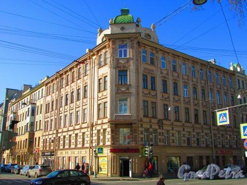 Большая Разночинная улица, дом 15 / Чкаловский проспект, дом 14. Общий вид жилого дома. Фото 1 мая 2016 года.