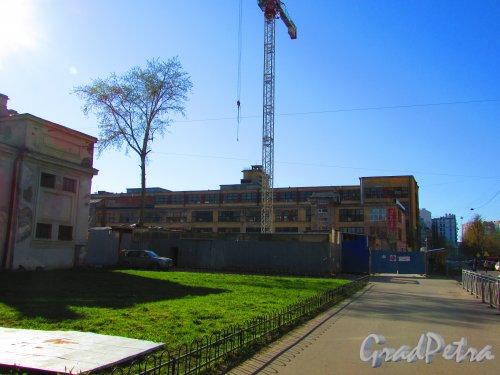 Большая Разночинная улица, дом 22. Участок строительства бизнес-центра. Фото 1 мая 2016 года.