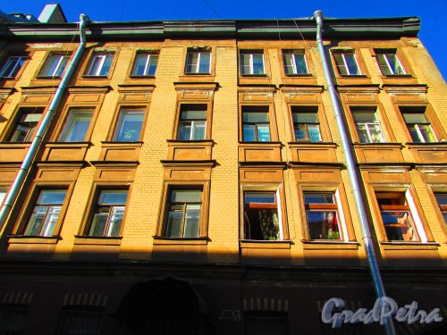 Малая Разночинная улица, дом 7, литера А. Верхние этажи здания. Фото 1 мая 2016 года.