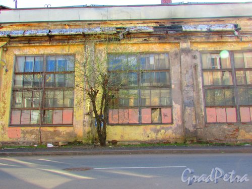 Малая Разночинная улица, дом 12 (Пионерская улица, дом 25) Фасад здания ТЭЦ. Фото 1 мая 2016 года.