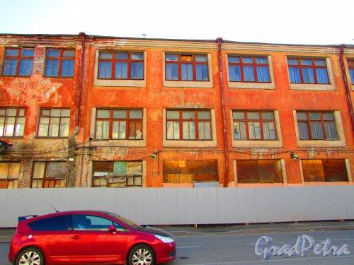 Малая Разночинная улица, дом 18 (Пионерская улица, дом 33, литера А) Фасад здания. Фото 1 мая 2016 года.