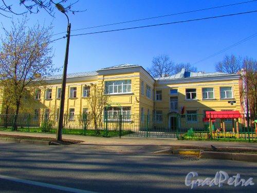 улица Одоевского, дом 23, литера А. Общий вид здания Дома ребёнка № 6. Фото 1 мая 2016 года.