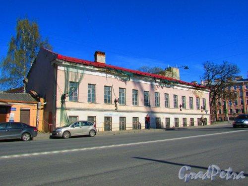 Уральская улица, дом 1, литера Б. Общий вид здания. Фото 1 мая 2016 года.