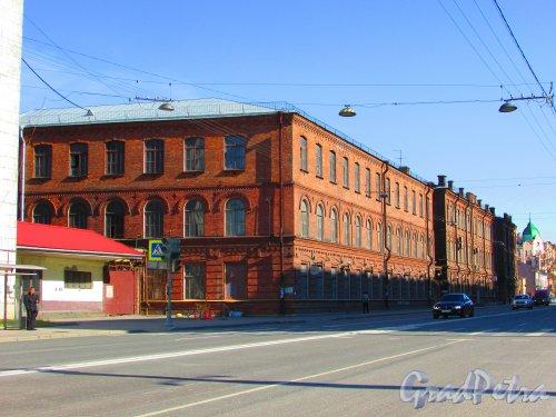 Уральская улица, дом 1, литера М. Общий вид здания. Фото 1 мая 2016 года.
