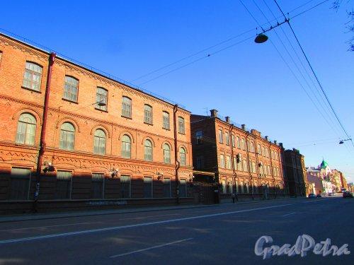 Уральская улица, дом 1. Общий вид фасадов старых корпусов. Фото 1 мая 2016 года.