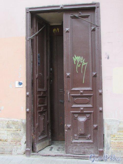 Гороховая улица, дом 67. Оригинальная дверь парадной «Лестница 1». Фото 17 октября 2018 года.