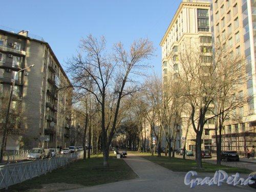 Перспектива улицы Победы от Варшавской улицы в сторону Московского проспекта. Фото 21 апреля 2019 года.
