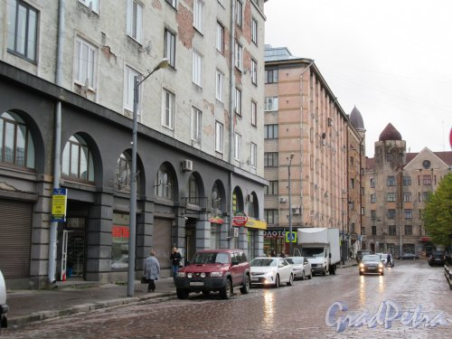 Северная ул. (Выборг). Застройка улицы вдоль Красной площади. фото октябрь 2017 г.