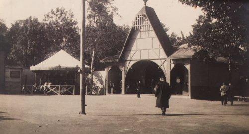 Александровский парк , дом 1. «Зоологический сад. Зона развлечений в зоосаде. 1913 год»