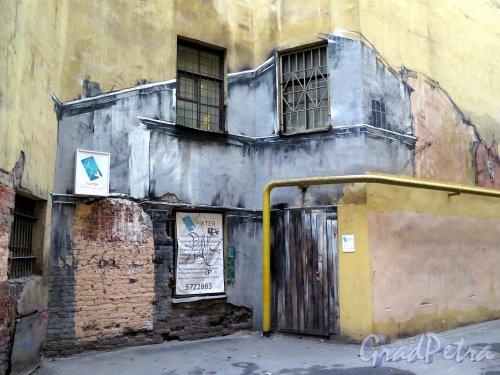 Ул. Рубинштейна, д. 23. Граффити в проходном дворе (продолжение). фото ноябрь 2017 г.