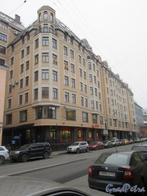9-я Советская улица, д. 5. 7-ми этажный элитный жилой дом «Суворовский» с офисными помещениями, 2006-07. Общий вид здания. Фото Ноябрь 2017 г.