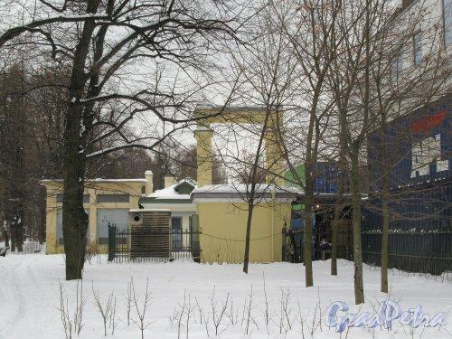 Потёмкинская ул., д. 4. Культурный центр «Ленинград». Сооружения позади центра. фото февраль 2018 г.