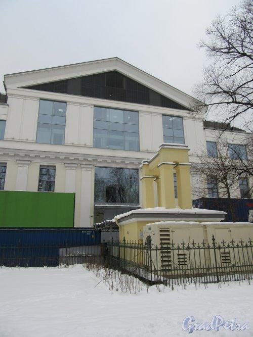 Потёмкинская ул., д. 4. Культурный центр «Ленинград». Задний фасад. фото февраль 2018 г.