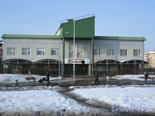 Московская ул. (мкр. Южный), д. 6. Культурно-досуговый центр. Общий вид уличного фасада. фото март 2018 г.