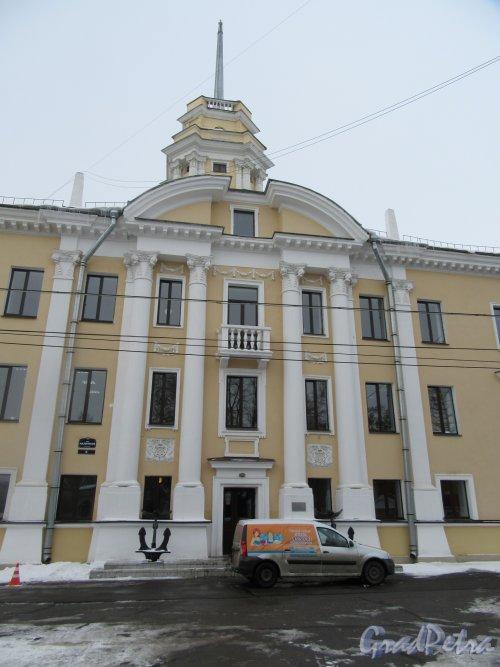 Наличная ул., д. 6. Здание дирекции ЛенЭкспо (ранее НИМИСТ). Центральная часть здания. фото март 2018 г.