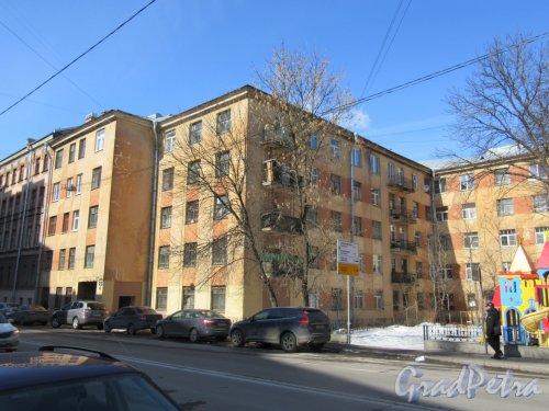 Ул. Моисеенко, д. 8-10. Многоквартиный жилой дом, 1930. Левый корпус. фото март 2018 г.