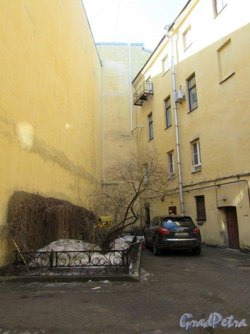 Гагаринская ул., д. 11. Доходный дом. Угол двора. фото апрель 2018 г.