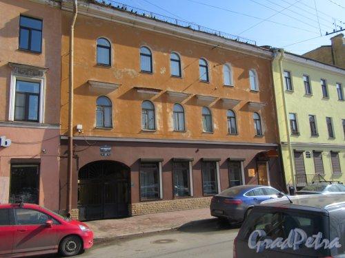 Гагаринская ул., д. 22. Рядовой жилой дом. Общий вид фасада. фото апрель 2018 г.
