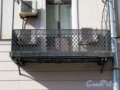 Фурштатская ул., д. 14. Доходный дом И. Л. Горемыкина. Балконная решетка. фото апрель 2018 г.