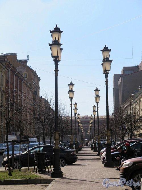 Захарьевская  ул. Вид Бульвара от дома 9 в сторону Литейного пр. и Большого дома. фото апрель 2018 г.