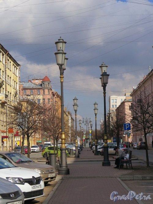 Захарьевская ул. Вид Бульвара от дома 9 в сторону пр. чернышквского. фото апрель 2018 г.