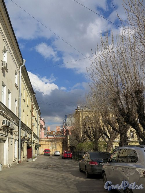 Захарьевская ул., д. 14. Вид фасада бокового дворового корпуса. фото апрель 2018 г.