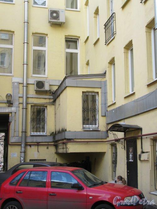 Фурштатская ул., д. 28. Доходный дом М. Е. Зенкевич. Дворовый фасад. фото апрель 2018 г.