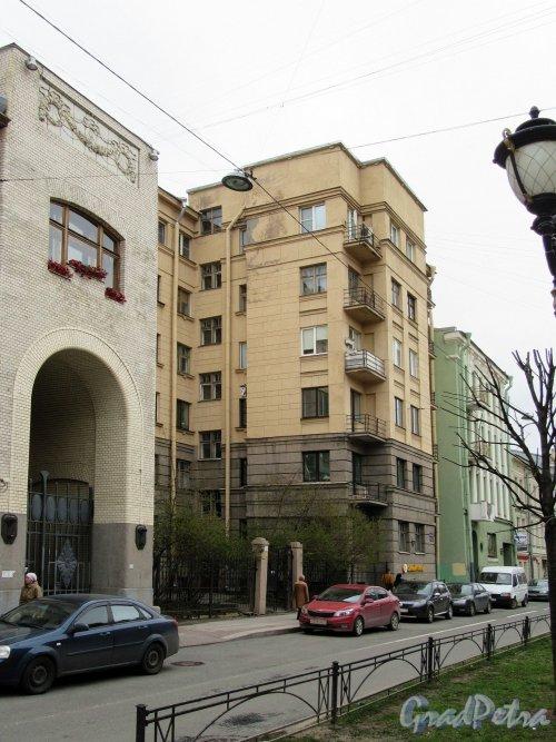 Фурштатская ул., д. 26, Застройка  между домами 24-28. фото май 2018 г.