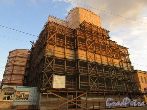 Боровая улица, дом 52, корпус 1, литера А. Церковь Покрова Пресвятой Богородицы во время реставрации. Фото 28 октября 2019 года.