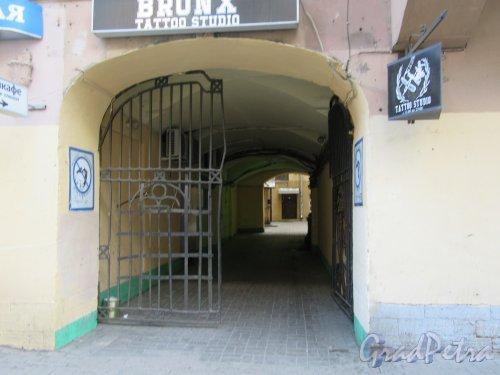 Ул. Жуковского, д. 5. Доходный дом. Дворовая арка. фото май 2018 г.