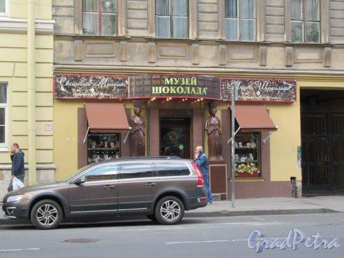 Ул. Жуковского, д. 18. Доходный дом. Оформление входа в «Музей Шоколада». фото май 2018 г.