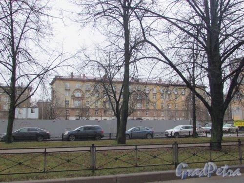 улица Гастелло, дом 20, литера А. Общий вид здания от улицы Гастелло. Фото 25 декабря 2019 года.