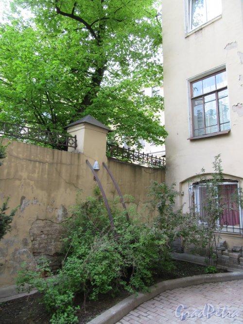 Ул. Жуковского, д. 31. Двор. Защитная ограда во 2-м дворе. фото май 2018 г