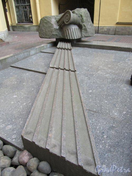 Ул. Жуковского, д. 31. Двор. Фонтан. фото май 2018 г