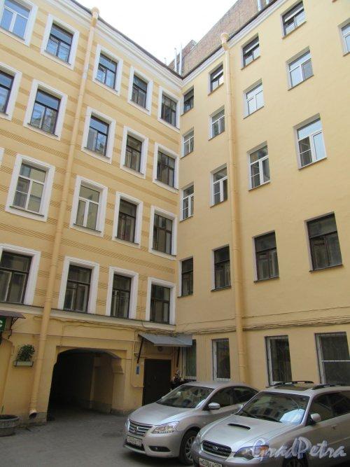 Ул. Жуковского, д. 33. Вид лицевого фасада со стороны двора. фото май 2018 г.