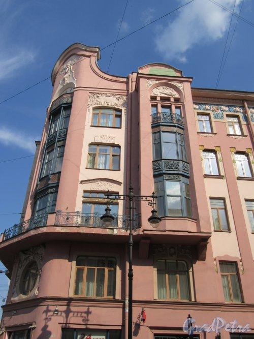 Ул. Жуковского, д. 53. Угловой фасад со стороны ул. Восстания. фото май 2018 г.