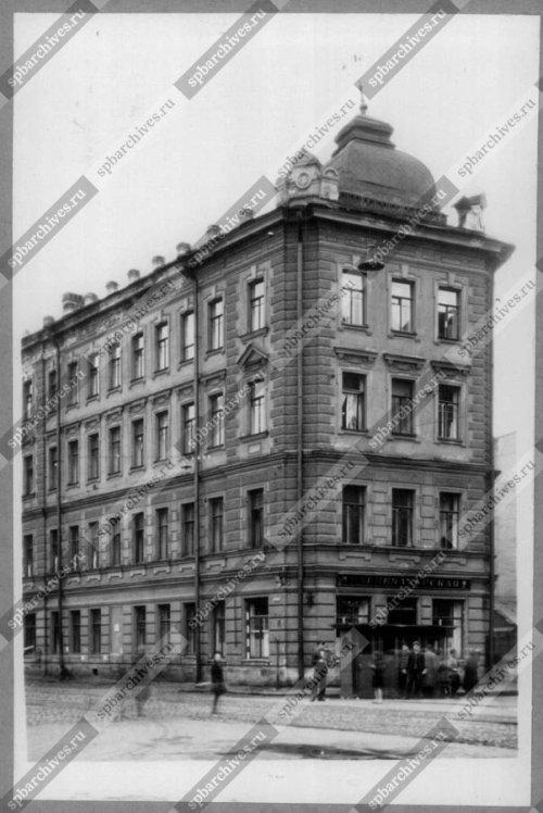 Фасад углового дома №1/10-12/39 на улице Моисеенко. Дата съёмки: 1980 г. Автор съёмки: не установлен.
