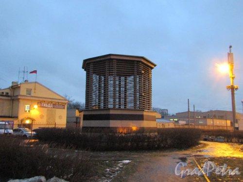 Расстанная улица, дом 25, сооружение 1, литера А. Вентиляционный киоск шахты № 617 Пятой линии метрополитена. Фото 10 февраля 2020 года.