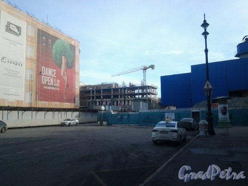 ул. Глинки, 4 (Театральная пл., дом 14). Вид с Театральной пл. на строящееся здание. Фото 2 марта 2019 г.