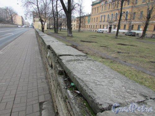 Расстанная улица, дом 20, литера А. Состояние фундамента ограды. Фото 3 марта 2020 г.