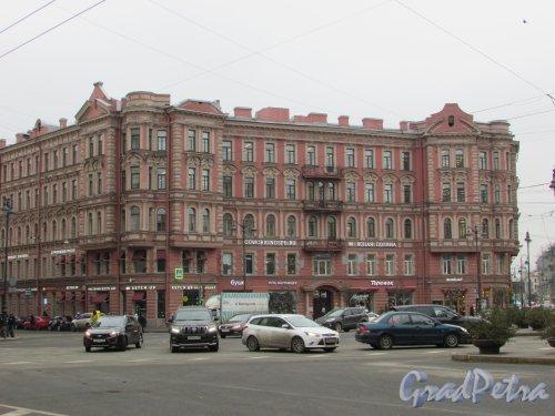 улица Льва Толстого, дом 1-3, литера А. Общий вид фасада доходного дома В. М. Корзинина со стороны площади. Фото 3 марта 2020 г.